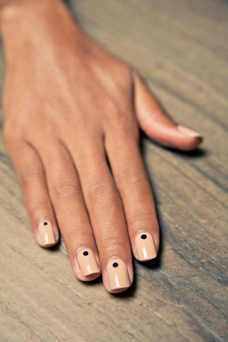 Ногти с точками фото золото белый