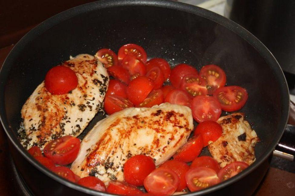 Курица с помидорами