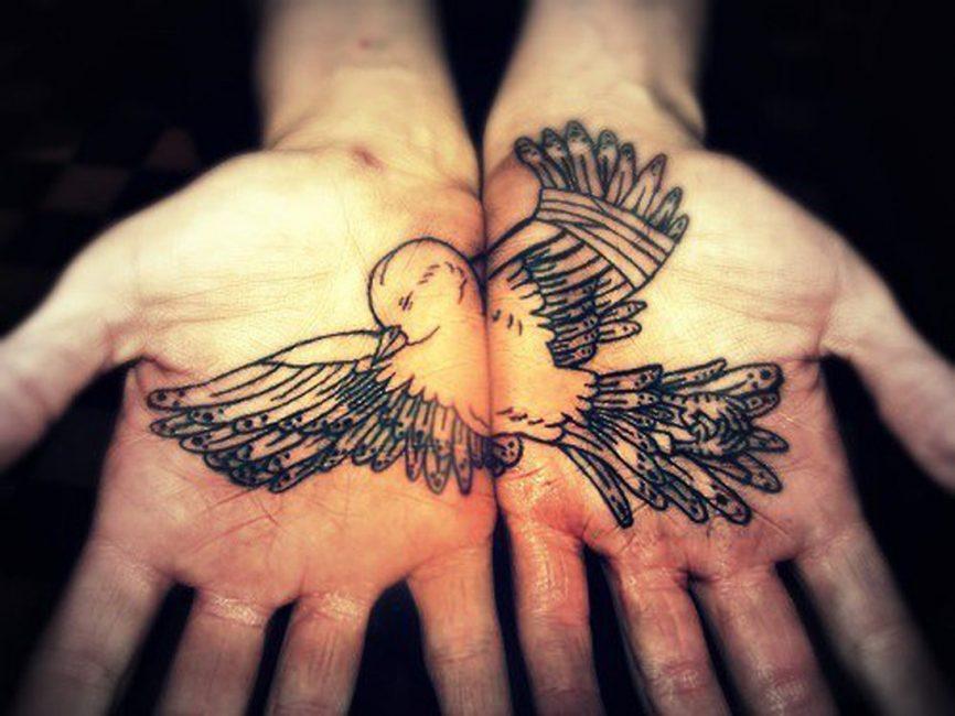 Ладонь — очень оригинальное место для татуировок
