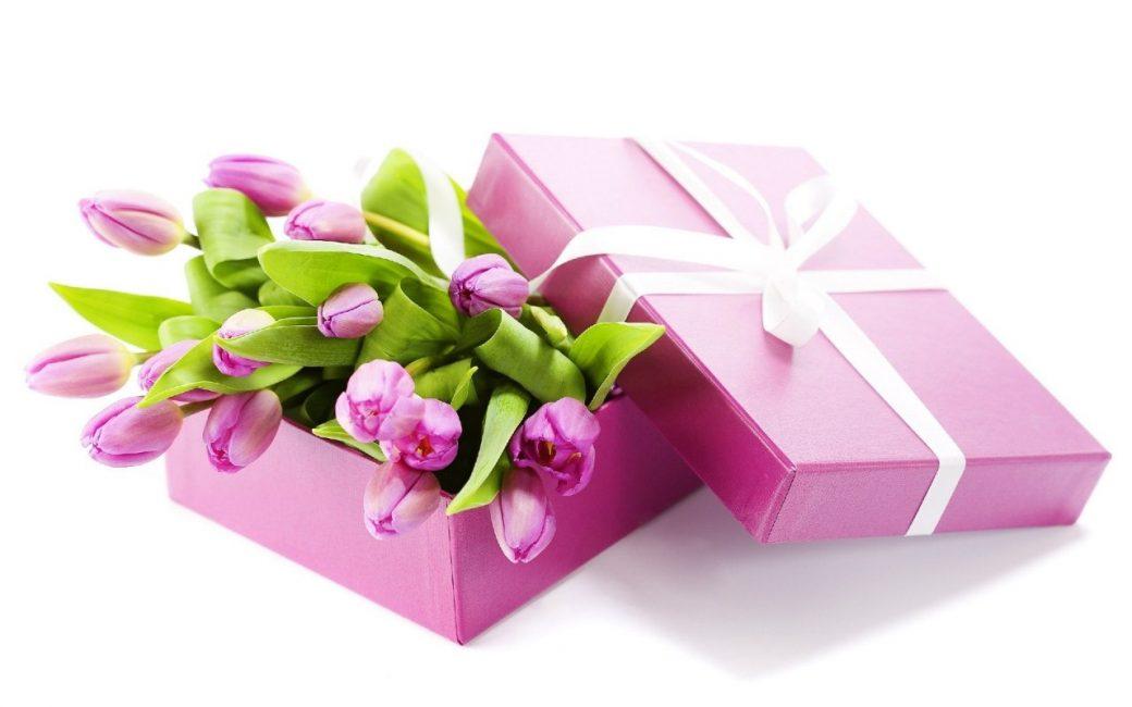 Коробка с тюльпанами