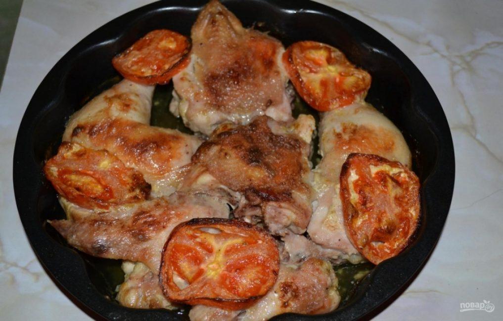 Курочка в духовке с помидорами