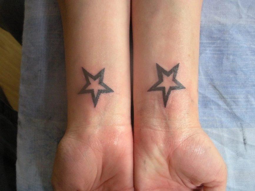 Звезды на запястьях