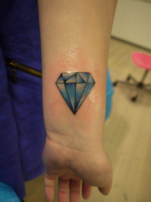 "Татуировка бриллиант в стиле ""олд-скул"""