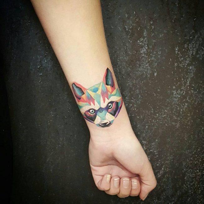 Татуировка изображение енота