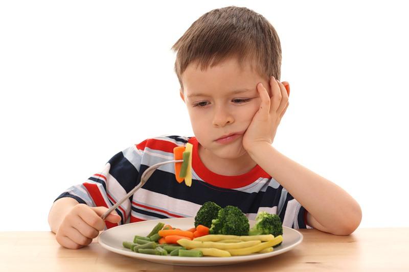 Не стоит пичкать детей только растительной пищей.