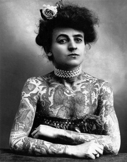 Дама в татуировках