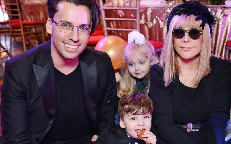 Максим и Алла с с детьми