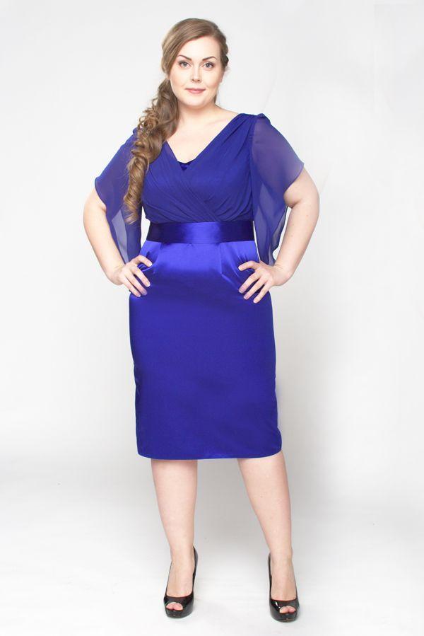 Красивая модель платья из атласной ткани