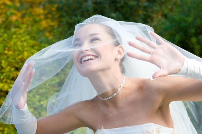 Фата — неотъемлемый атрибут свадебного платья