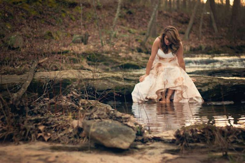 Грязное свадебное платье снится к бедам