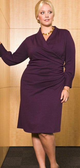 Один из вариантов делового платья для современной леди