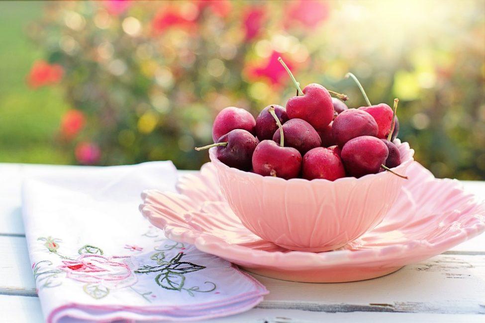 Благодаря содержанию клетчатки регулярное употребление фруктов и овощей приводит к нормализации функций желудочно-кишечного тракта