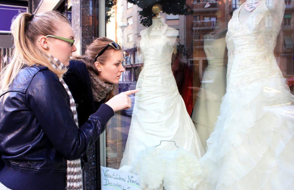 Выбирать платье — к новой работе