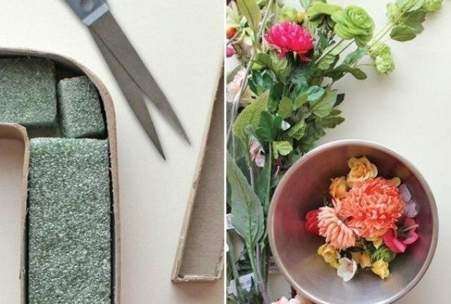 Для этой работы лучше выбирать губку специально для искусственных цветов. Она плотнее, это позволит им лучше держаться.