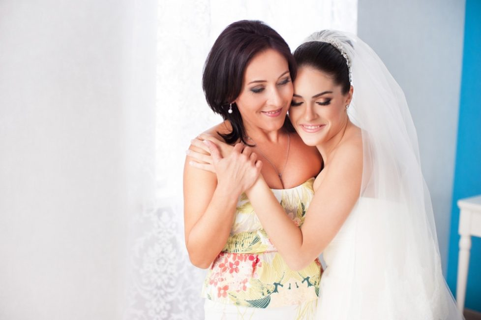 Дочь в свадебном платье снится к большой радости