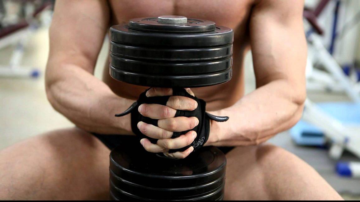 Грудь можно подкачать при помощи большого веса