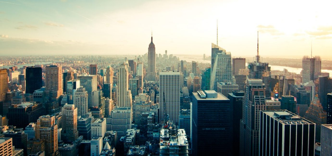 Высота Empire State Building составляет почти 450 метров, а число этажей превышает 100