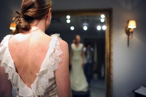 Красоваться в свадебном платье во сне — к смене работы и доходу