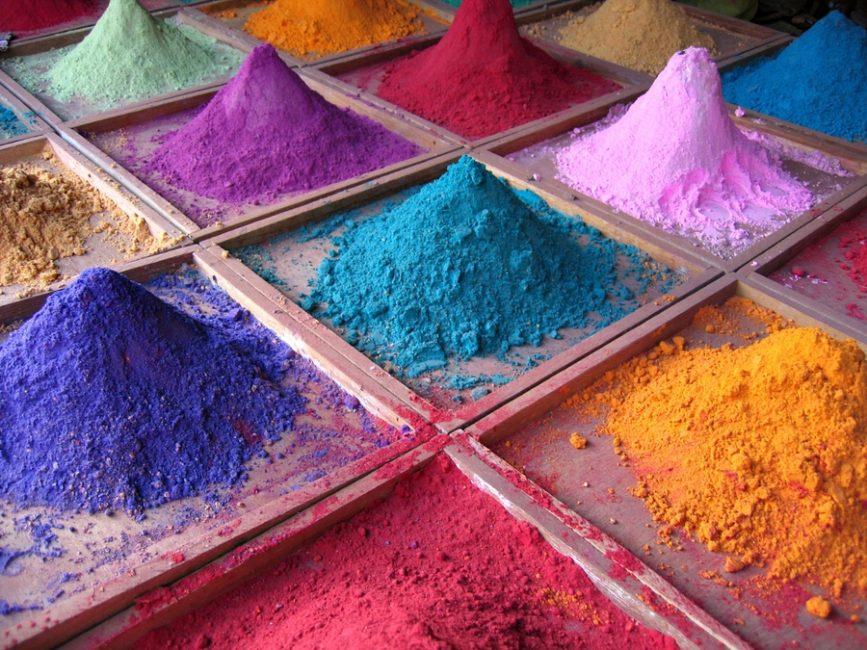 Пищевые красители и добавки вредят организму.
