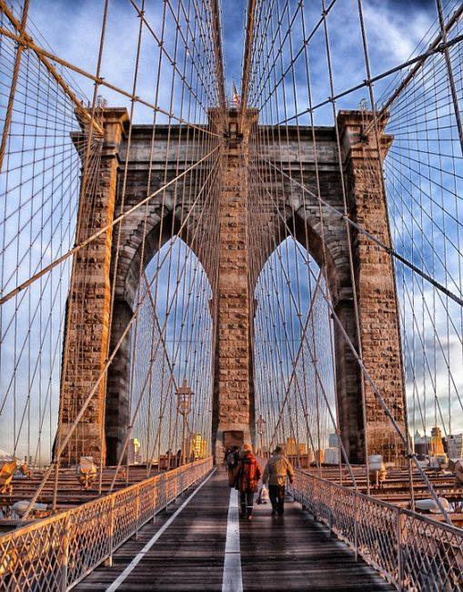 Этот мост считается важнейшим символом Нью-Йорка. Он соединяет Манхэттен с Бруклином
