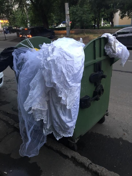 Выбросить свадебное платье — к разочарованиям