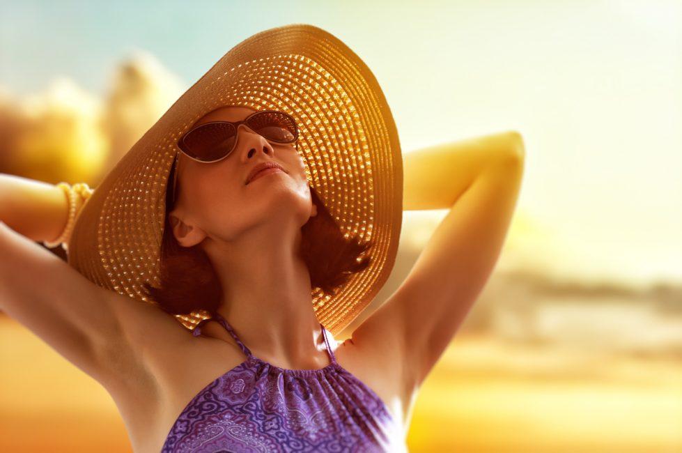 Летом носите шляпы и мажьте лицо солнцезащитным кремом