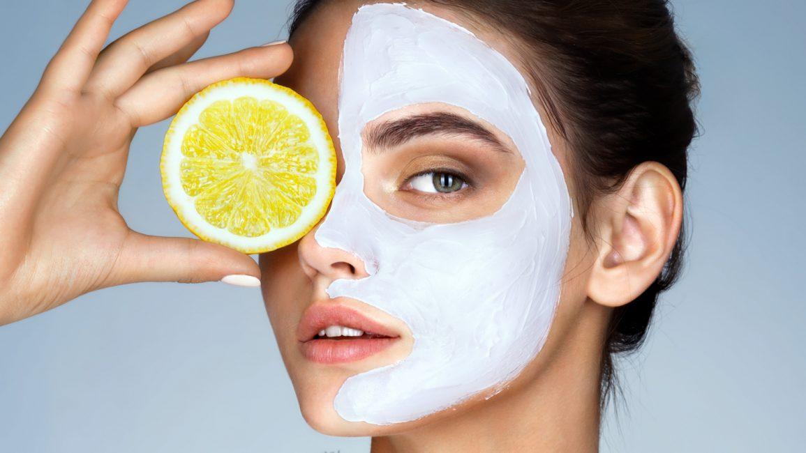 Лимон отлично осветляет кожу
