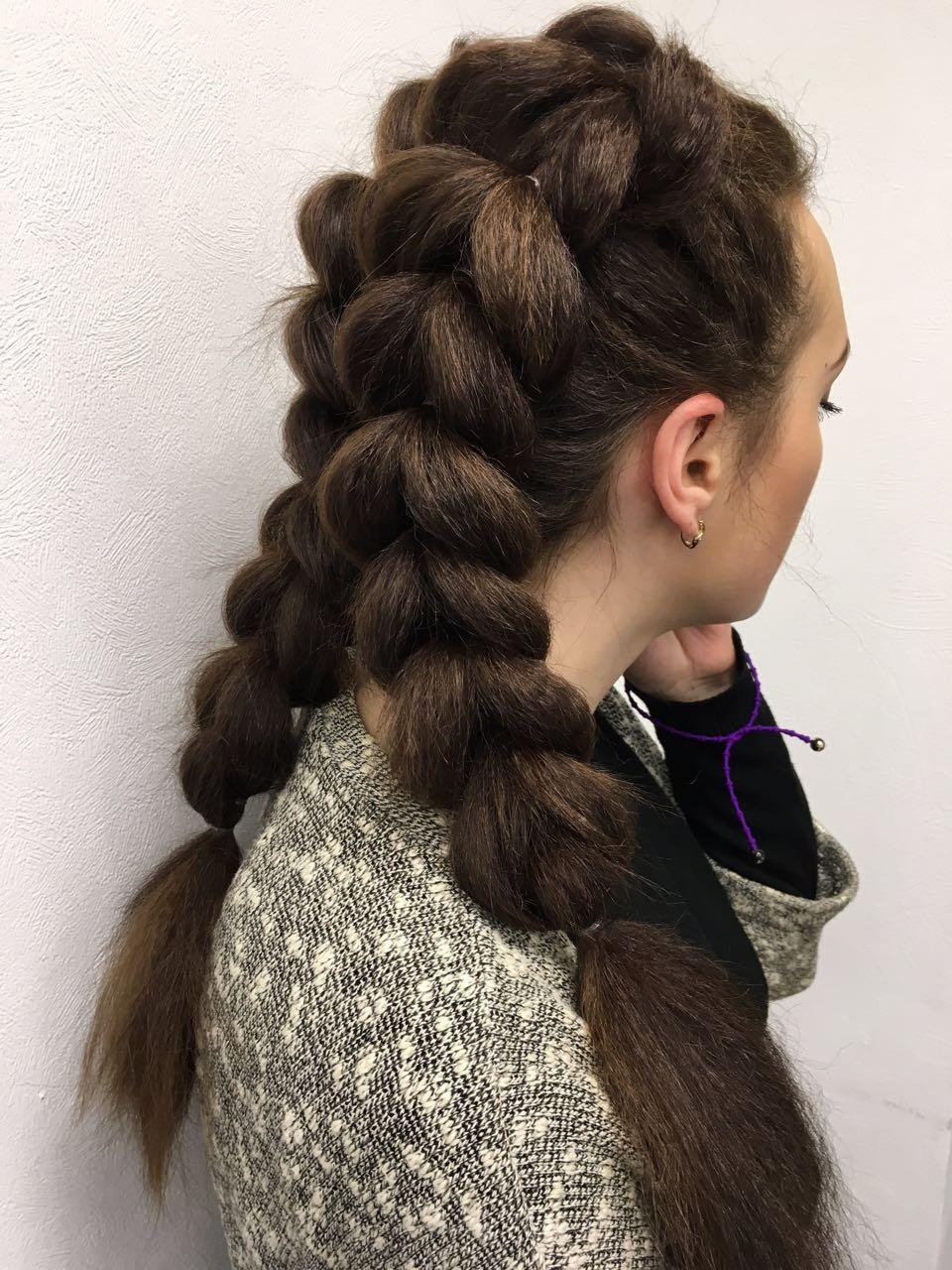 Рыбий хвост на волосах средней длины