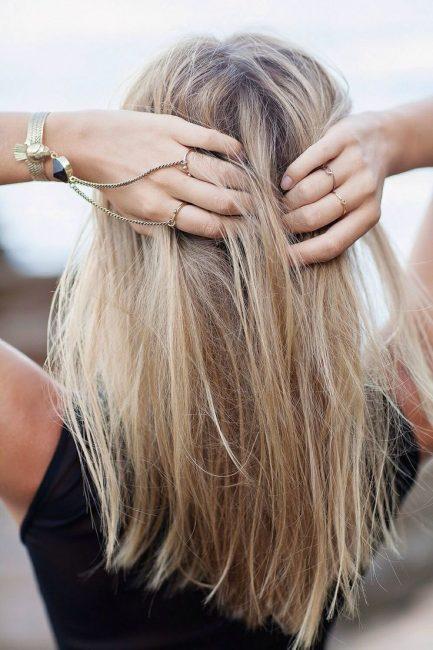 Народные средства позволят вам осветлить волосы на пару тонов