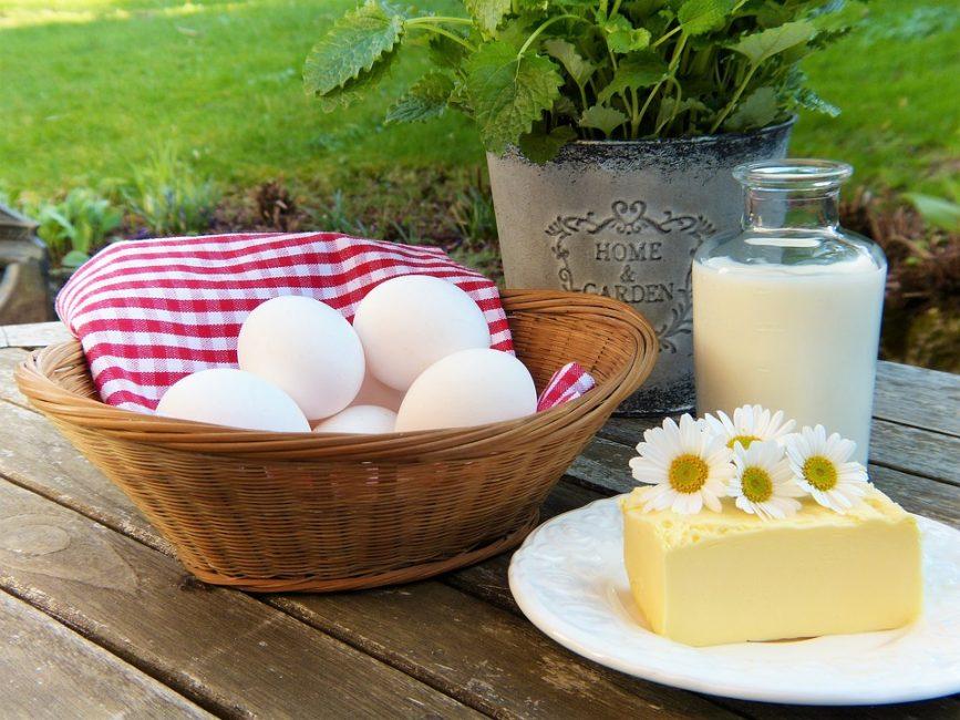 Несмотря на примитивность некоторых рецептов, несколько сотен лет назад пища была здоровой натуральной. Раньше не было рецептов с майонезом, масляными кремами и прочей синтетической пищей. Люди ели эту сытную, здоровую еду в будни и праздники, и прекрасно обходились без изысков, к которым мы так привыкли сегодня