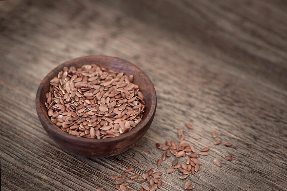 Льняное семя приносит пользу. Его активно применяют в медицине как терапию большого количества различных заболеваний. Семена льна можно использовать как приправу к различным блюдам, что придаст им необычный, незабываемый аромат