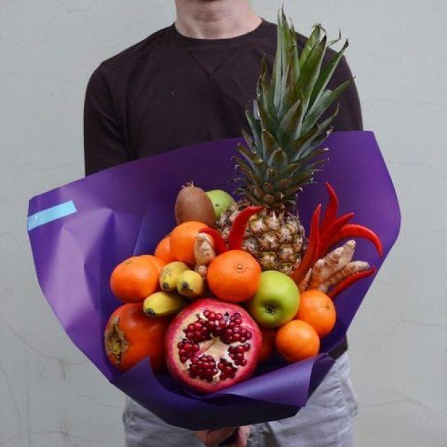 Корзина экзотических фруктов не оставит никого равнодушным, он придётся по вкусу даже самым искушенным гурманам