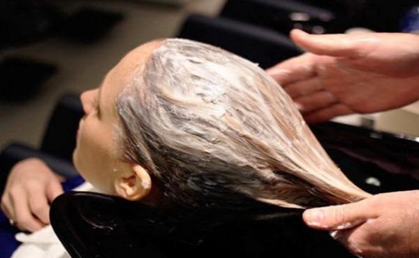 Не зря говорят о том, что заботиться о своей красоте нужно изнутри. Имеются сведения о том, что употребление отвара льна внутрь улучшает рост волос, только делать это нужно в правильных пропорциях и не чаще одного раза в год, курсом.