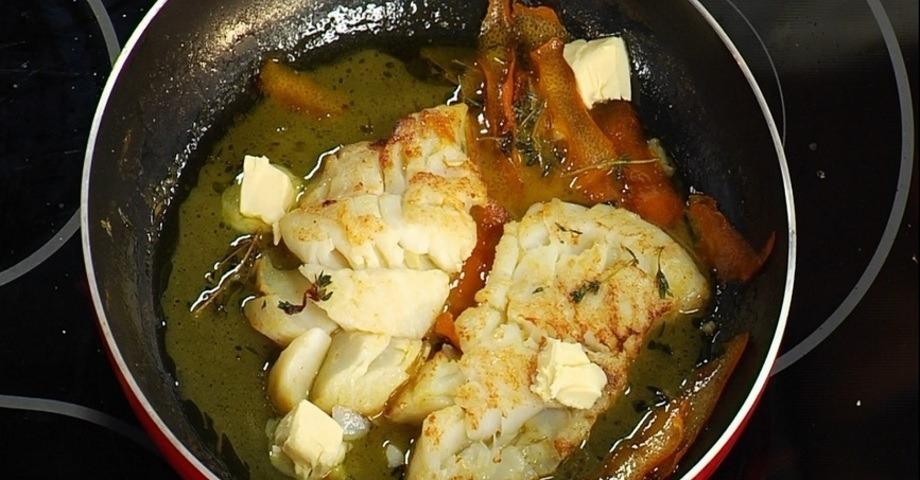 Вкусная жареная треска на сковороде: ТОП-10 рецептов с ФОТО, калорийность, как приготовить (филе, в кляре, в муке, с луком, стейк, с икрой, в яйце, в панировке) + 6 соусов