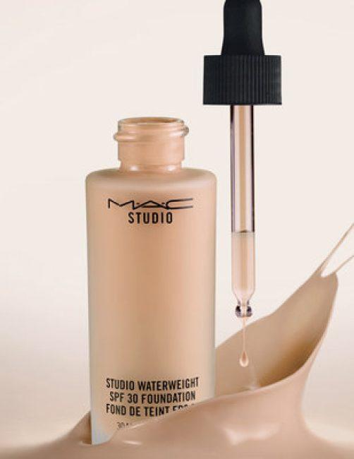 Что касается крема для вечернего макияжа, то здесь лучше всего подойдет так называемая сияющая основа, которая содержит в себе микрочастицы, нейтрального цвета
