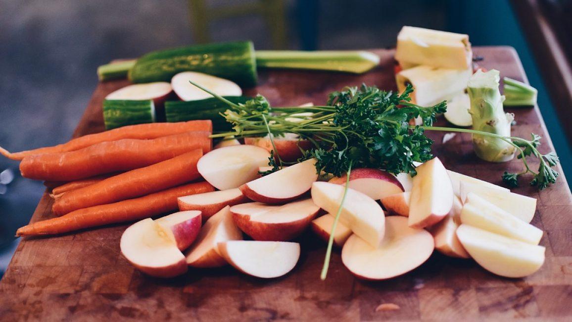 На первых этапах диеты кроме яблок и моркови ничего нельзя