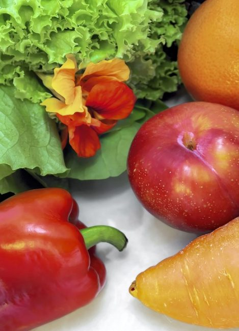 Диетологи советуют неограниченно употреблять яблоки и морковь