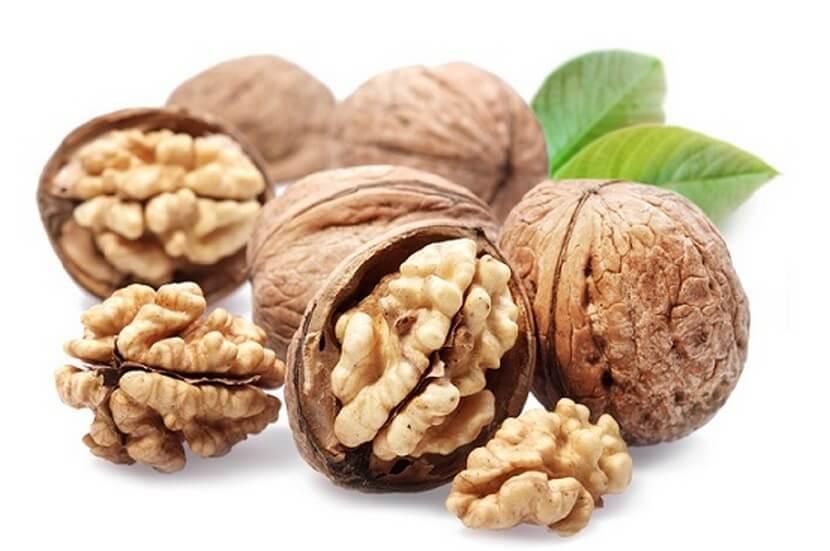 Перегородки грецких орехов помогут окрасить волосы в каштановый цвет