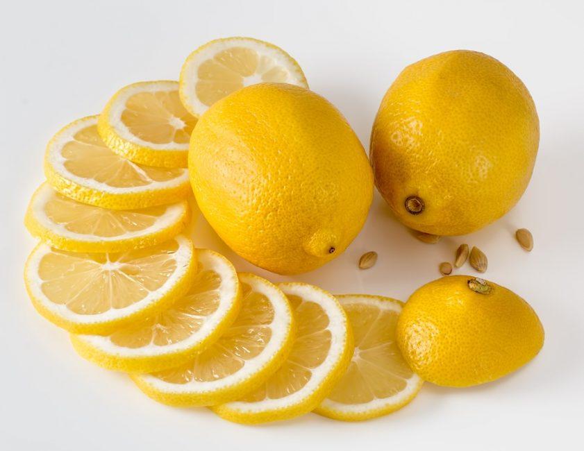 Лимонный сок – помощник при борьбе с морщинами при сухом типе кожи