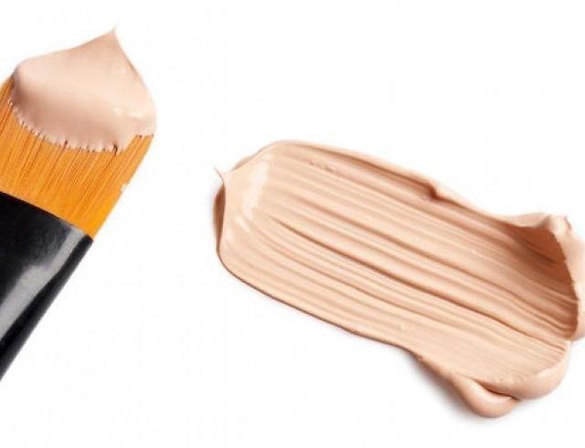 Перед использованием косметического средства необходимо смешать по 1–2 капли кремов из разных тюбиков, после чего уже можно равномерно наносить на лицо