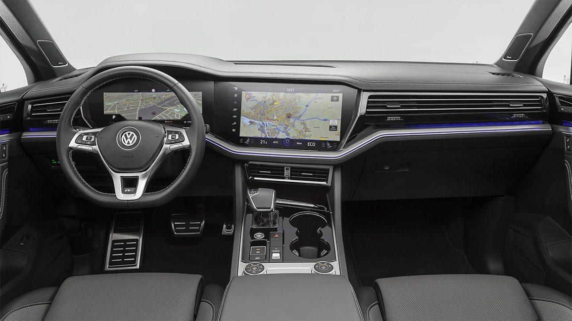 Передняя панель Volkswagen Touareg третьей генерации