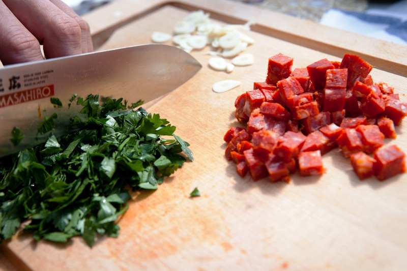 Колбаса и зелень