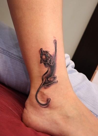 Черная кошка стала культовым персонажем не только комиксов, но и прекрасных женских лодыжек.