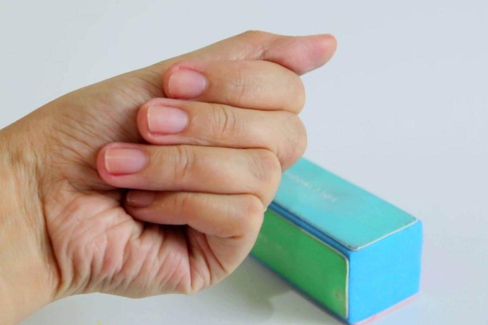 Подготовленные пилкой-бафом ногти
