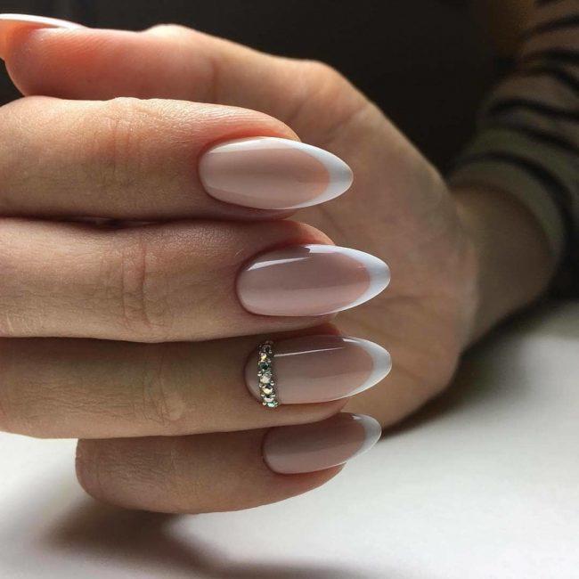 Классический френч на острые ногти