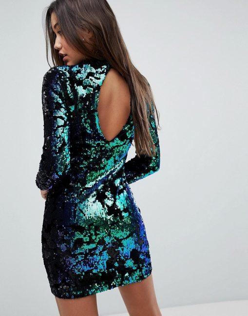 Короткое клубное платье, украшенное пайетками