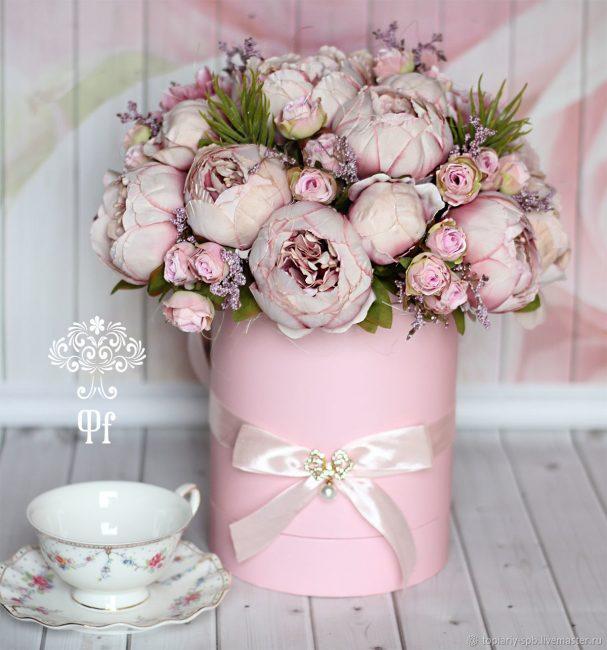 Модные цветы в коробке своими руками.