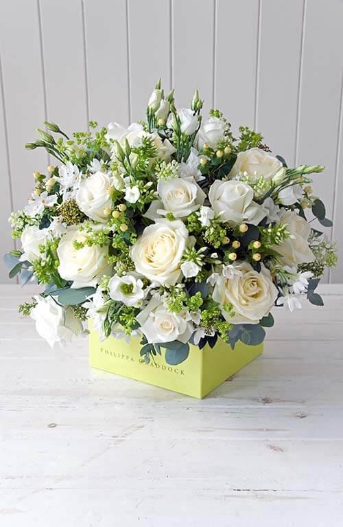 Белоснежную красоту цветов можно сравнить с красивым нарядом невесты.