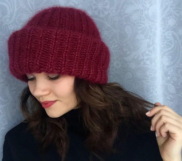 Вот так стильно выглядит шапка английская резинка