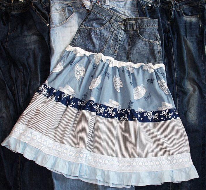 Примерно так будет выглядеть юбка бохо из старых джинс